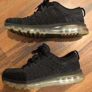 Nike FlyKnit Max triple black rare sneaker